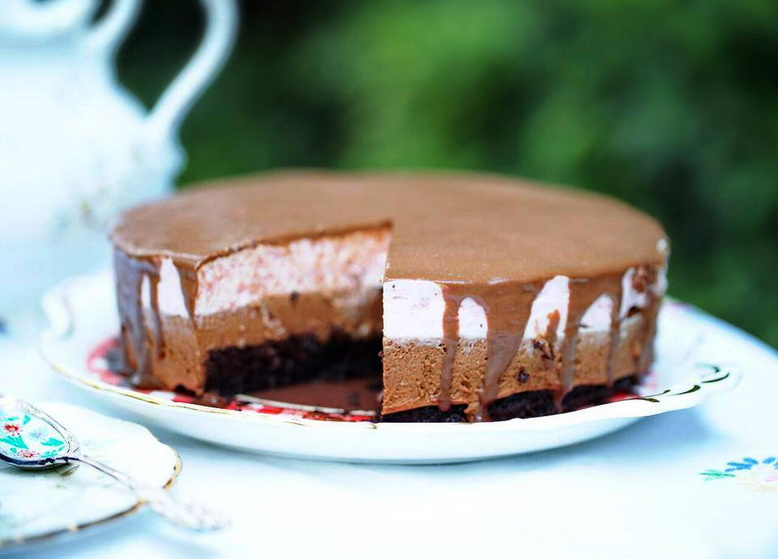 Double chocolate berry mousse cake